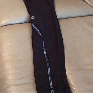 Lululemon with zipper pockets reposhing